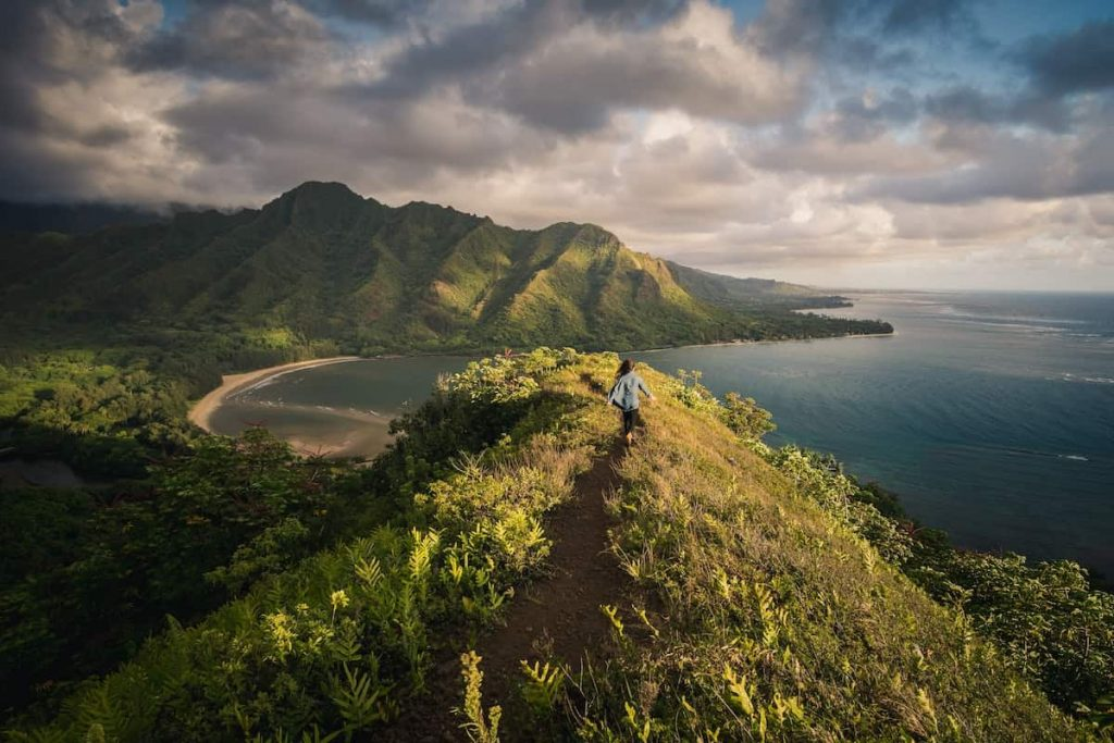 Airbnb Hawaii Vacation Rentals Featured Image Oahu Woman Hike