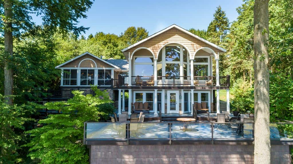 Best Vrbo Michigan The SaugaBuck House - Lakefront 5BR House