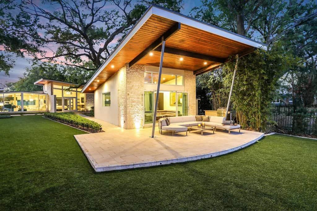 Best VRBO Orlando Retro Modern Lakefront Cabana