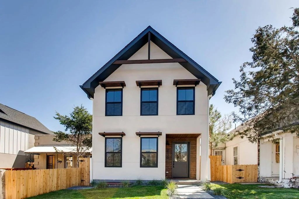 Beautiful High-end Farmhouse Style Home Best VRBOs in Denver