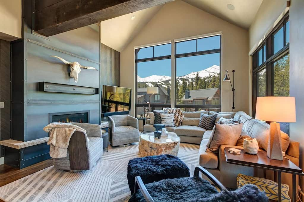 Stunning 4 Bedroom Luxury Home VRBOs in Breckenridge